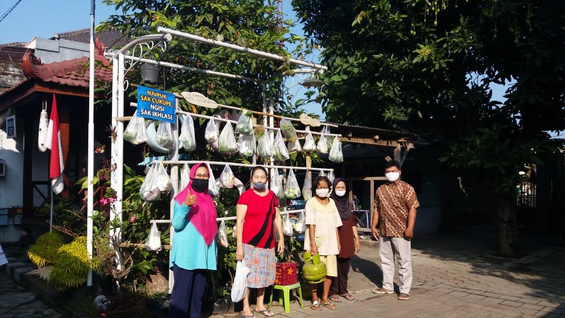 Partisivasi  Membantu Warga Terdampak Covid-19 Wilayah RW. 05  Kelurahan Karangwaru